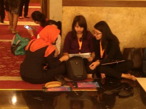 Peserta sedang belajar bersama