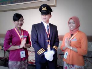 Peserta Garuda Indonesia, Sonia (Kiri) Pilot dan Pramugari