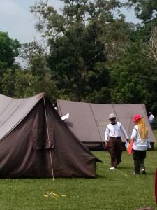 Juri sedang memberikan penilaian tenda PT Bank Mandiri (Persero) Tbk