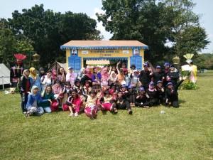 Kebersamaan peserta jambore, writing contest dan suporter dari PT Bank Mandiri (Persero) Tbk
